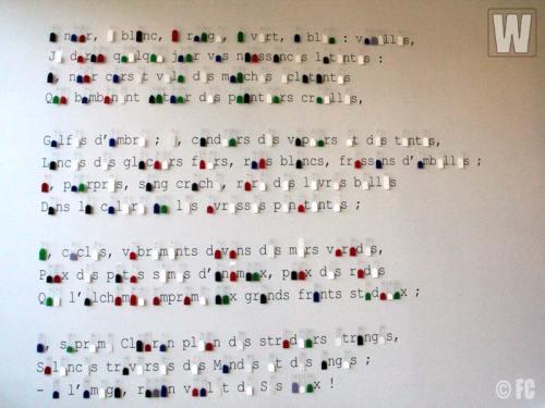 """""""A noir, E blanc, I rouge, U vert, O bleu"""", installazione plastica e sonora di Eric Langer, Musée départemental Matisse du Cateau-Cambrésis,  2012 - 2013"""